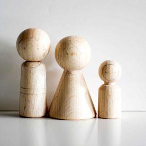 houten poppetjes kerststal met potlood