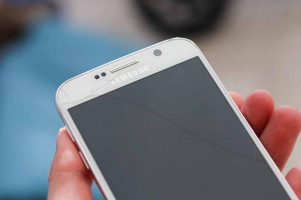 Een kras over je hele scherm. Tijd voor een goed smartphone hoesje.