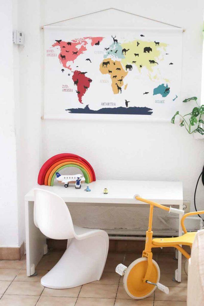 Een wereldkaart in je interieur is een echt musthave! Kijk en lees mee hoe ik twee verschillende wereldkaarten een plek gaf in huis en hoe je dit zelf kun doen!