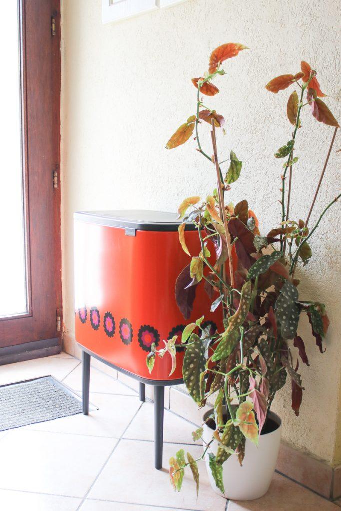 prullenbak Brabantia in de keuken met plant