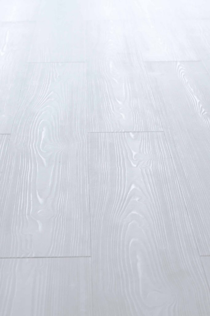 detail witte vloer met structuur, nerf en groef