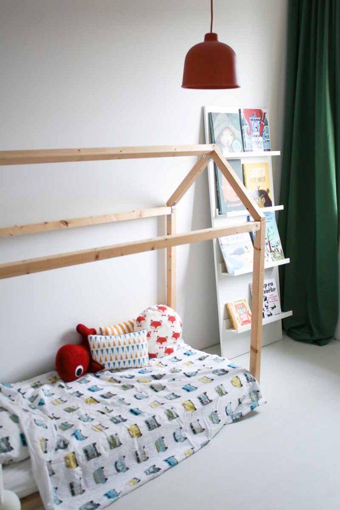 DIY bedhuis en boekenkast kinderkamer