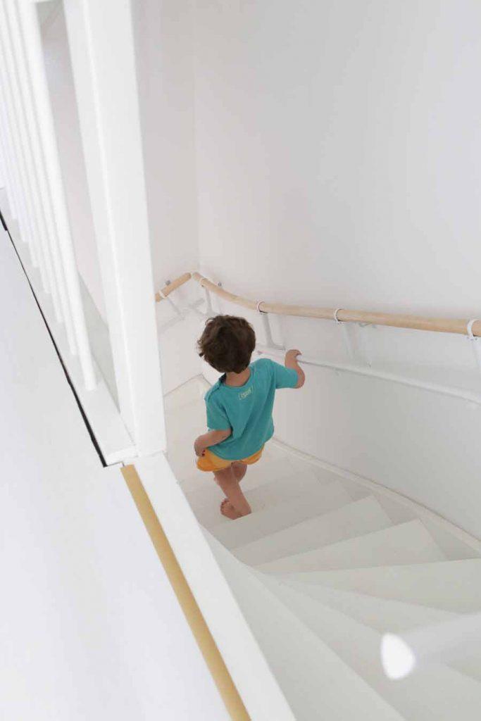 dreumes loopt veilig de trap af