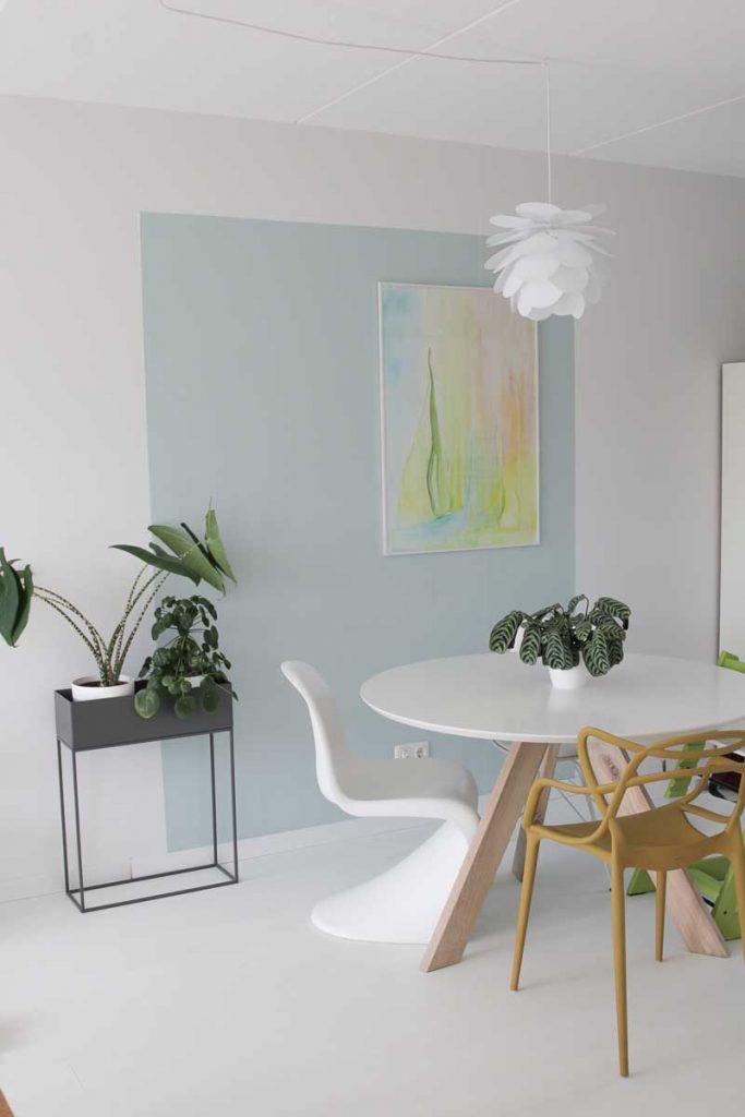 Blauw kleurvlak woonkamer schilderen