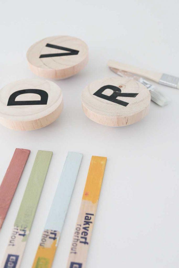 Je eigen design wandhaken maken? Dat kan! Met deze leuke DIY heb je voor maar €1,50 gave wandhaken in huis! linspiration.nl