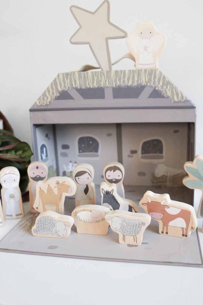 Mooie design kerststal voor kinderen om mee te spelen