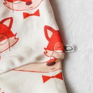 Detail vossenbroekje baby