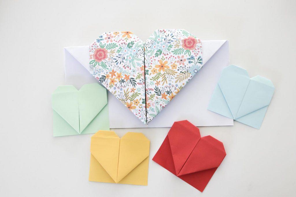 Hartjes boekenlegger van papier