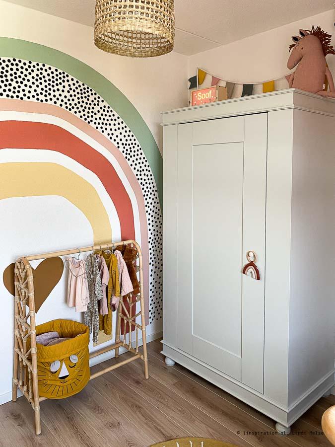 regenboog op muur schilderen kinderkamer