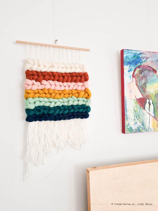 Wandhanger met vlechten regenboog weven