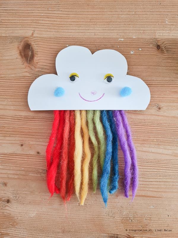 Vrolijke wolk hanger DIY voor de kinderkamer
